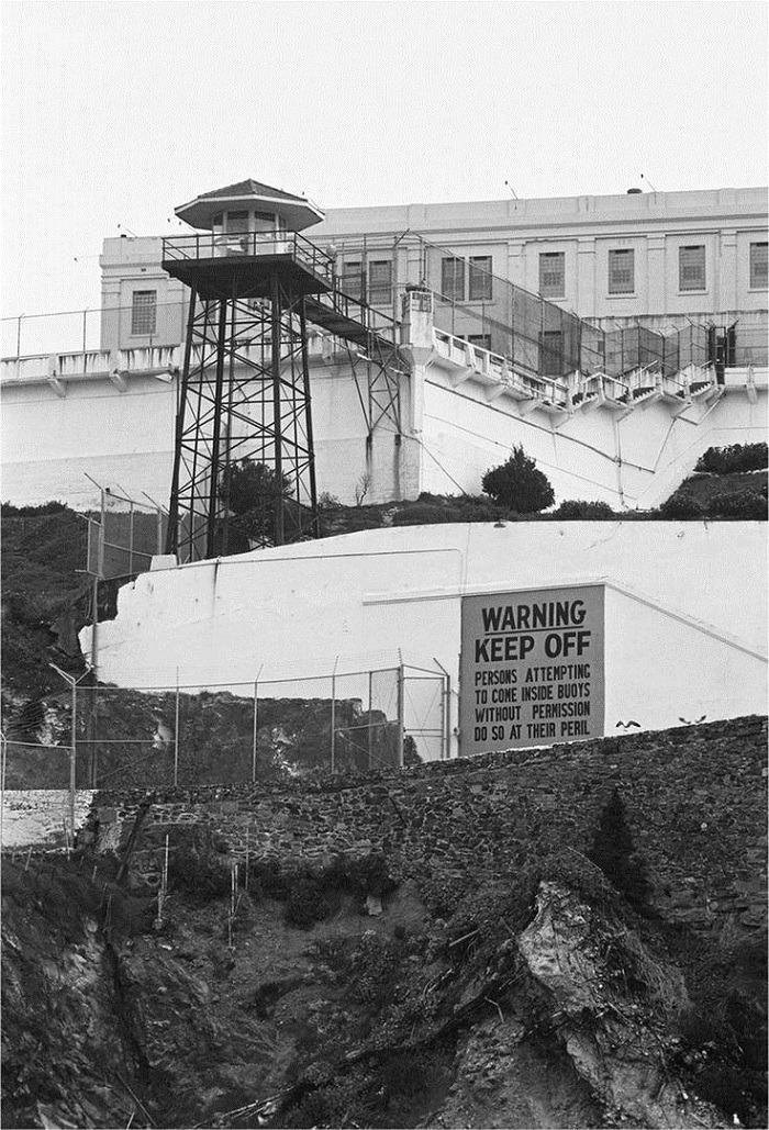 Mysterious Prison Escape 2