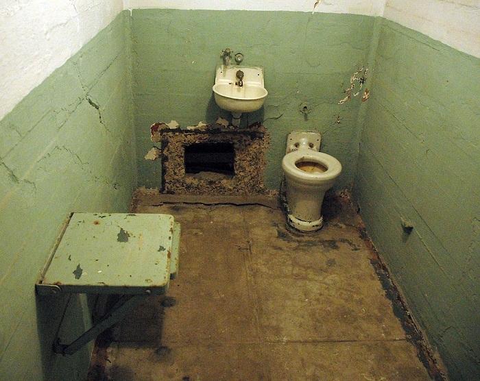 Mysterious Prison Escape 9